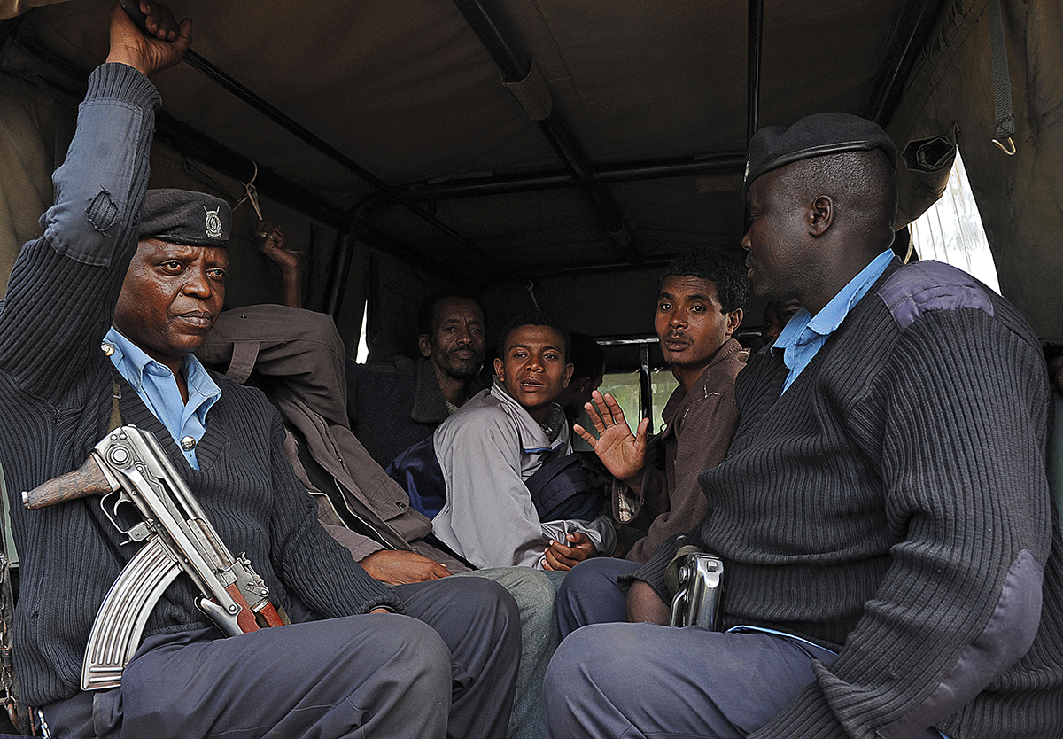 Somali nationals are arrested by Kenyan national security officers