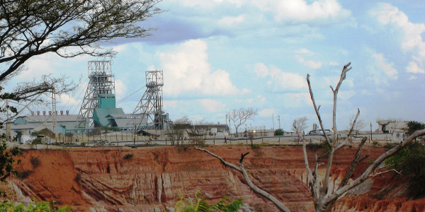 Nkana open pit in Kitwe (By Per Arne Wilson – Own work, CC BY-SA 3.0)